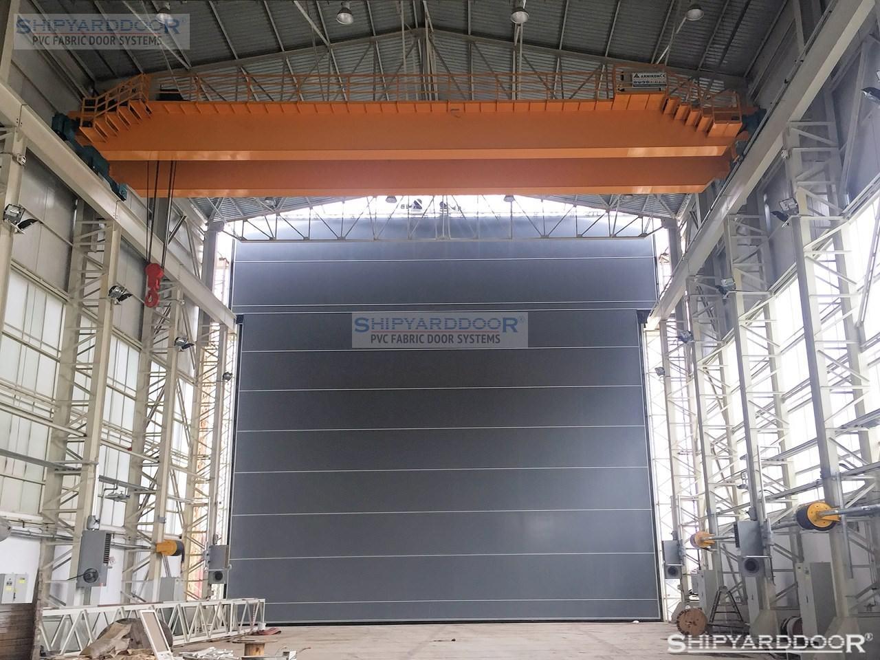 crane hangar door ic1 en shipyarddoor