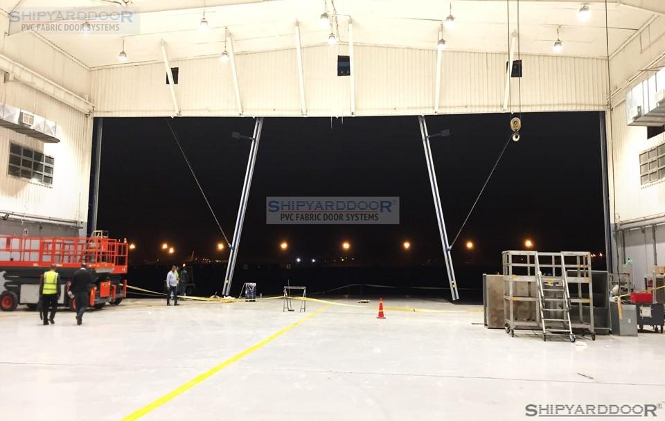 very wide hangar door 2 en shipyarddoor